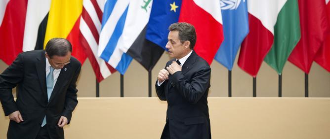 La foto es de la cumbre de PAris en Marzo, antes de la foto de familia, pero a que parece lo que es ...o sea que la ONU ni pincha ni corta, que quien manda,manda¡¡